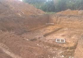 Réalisation d'un terrassement de pavillon et des fondations